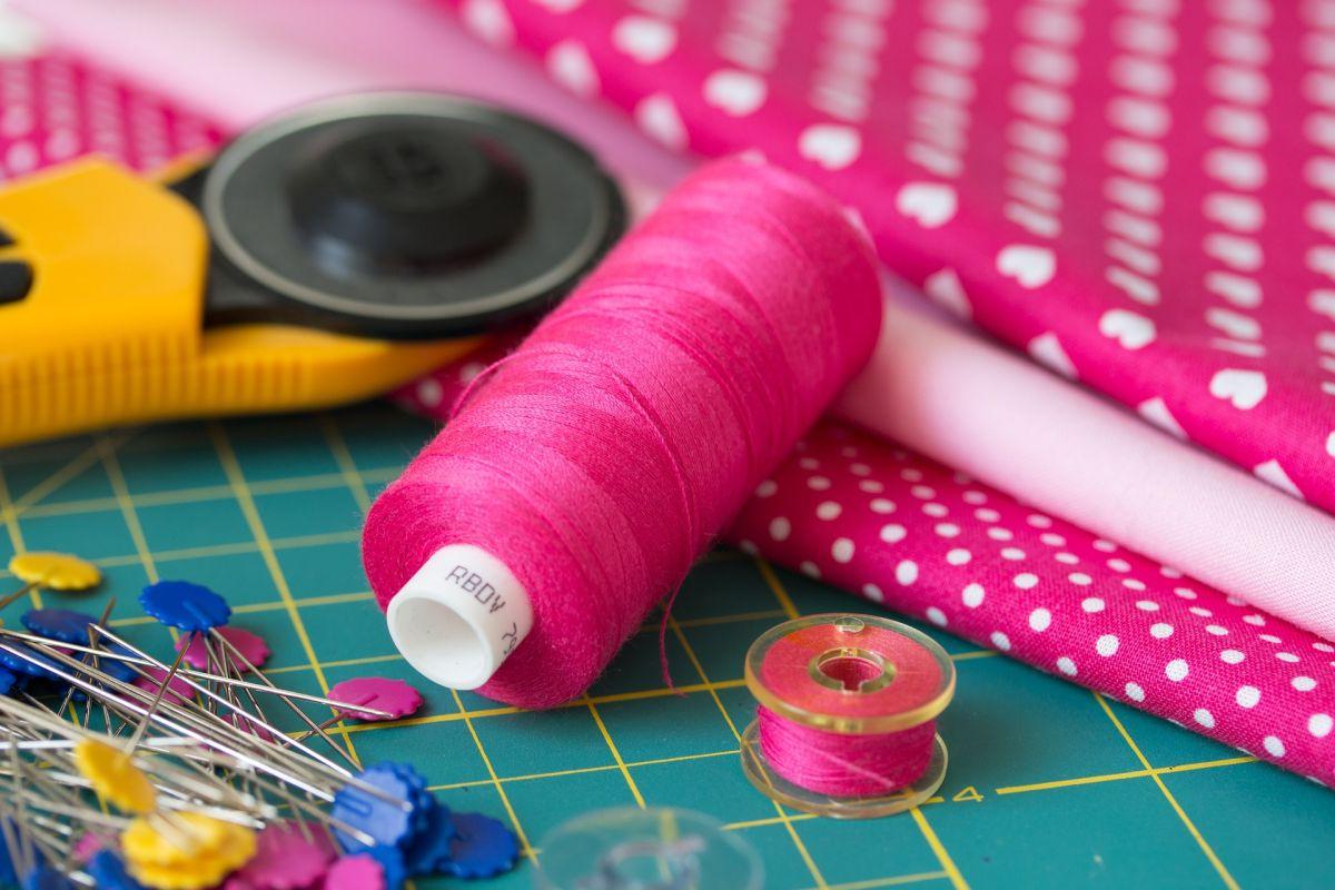 Soy costurera: qué necesito para hacer mi trabajo independiente desde casa y cuánto se cobra en Estados Unidos
