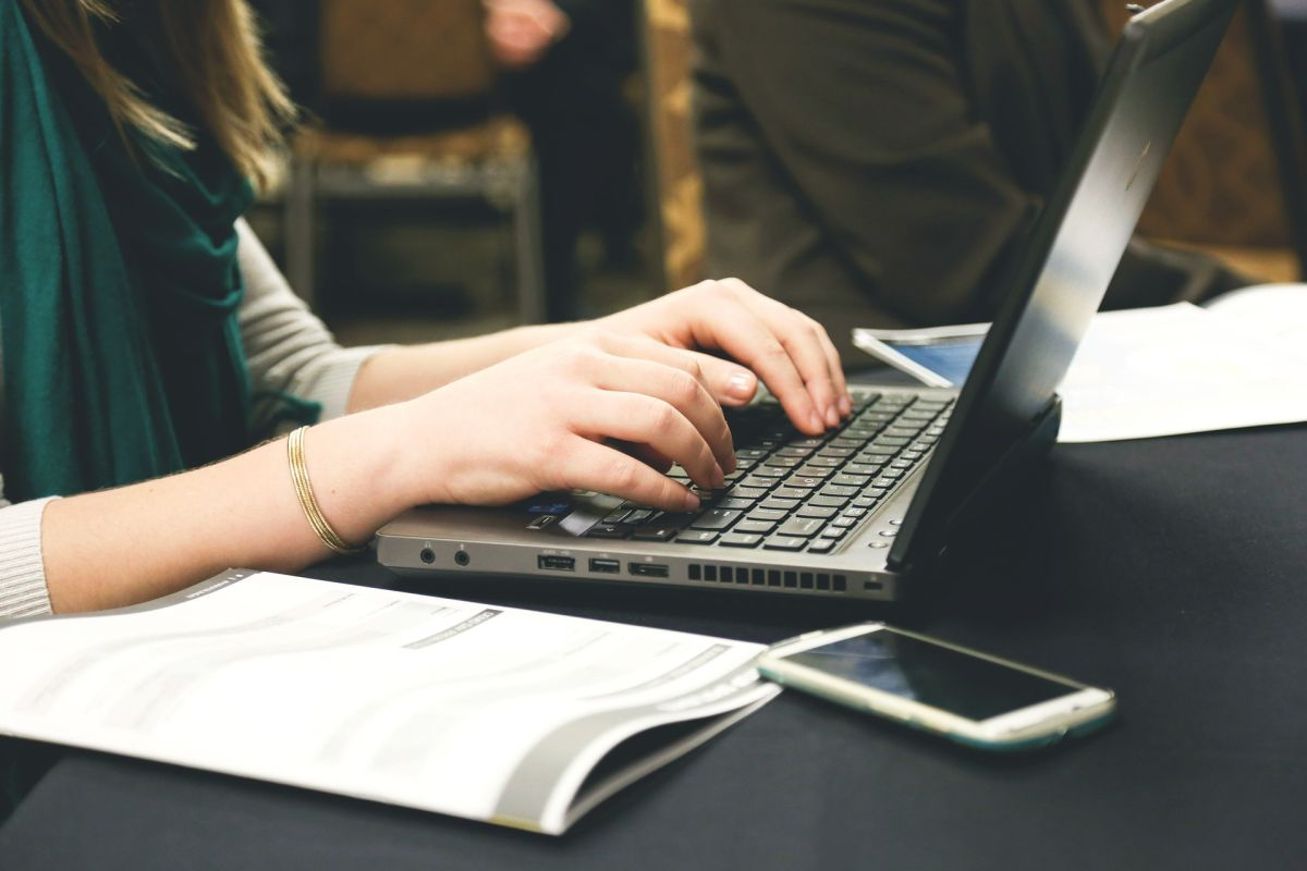 Cómo ser un traductor de textos y en cuáles sitios en línea puedes encontrar trabajo