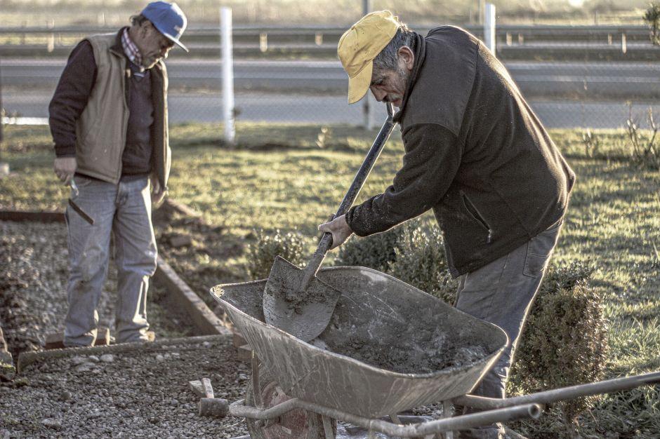 Cuánto gana al año un albañil en Estados Unidos y qué requisitos debe cumplir para conseguir trabajo