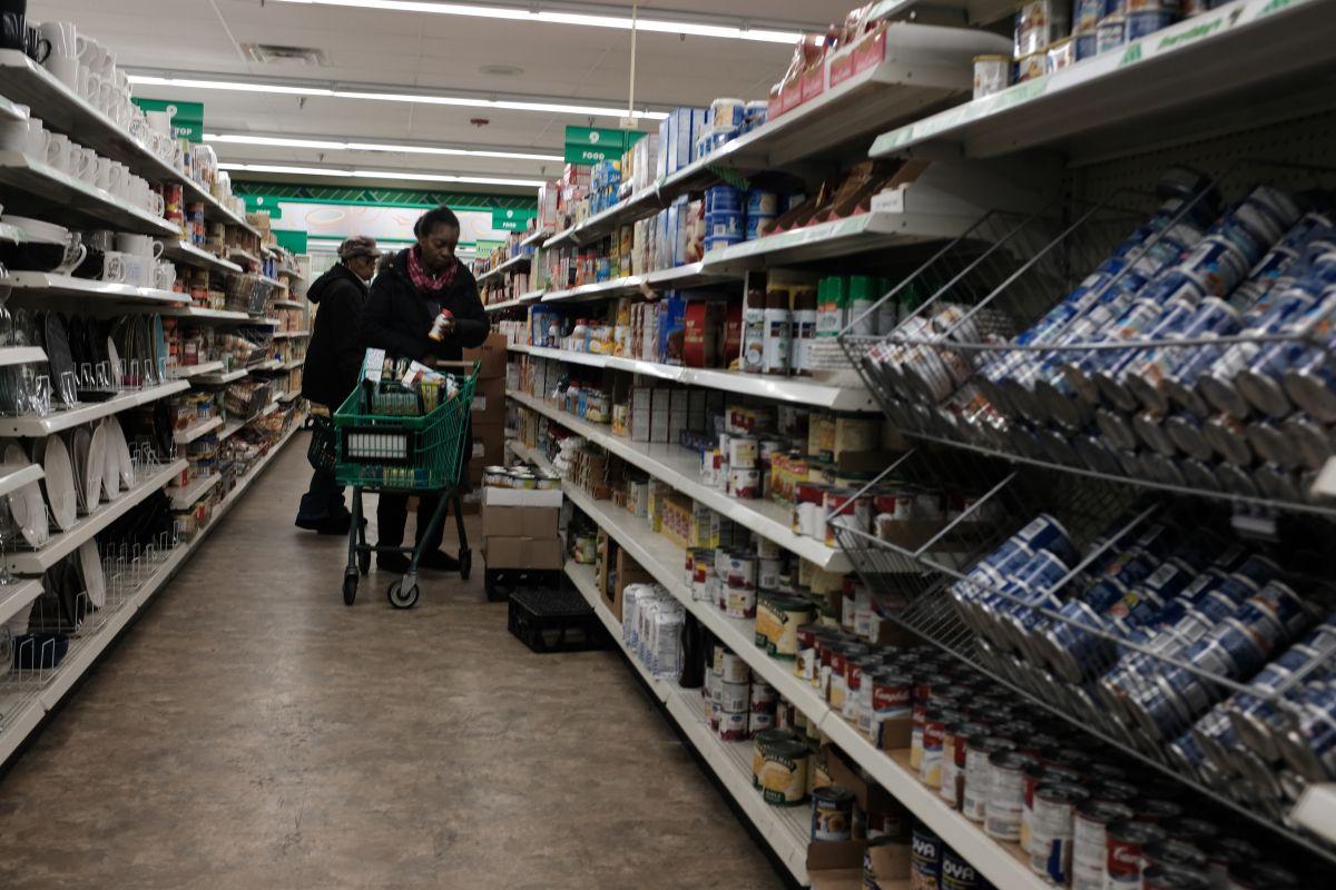 Las ventas de abril en tiendas minoristas prácticamente no se movieron con respecto a marzo.