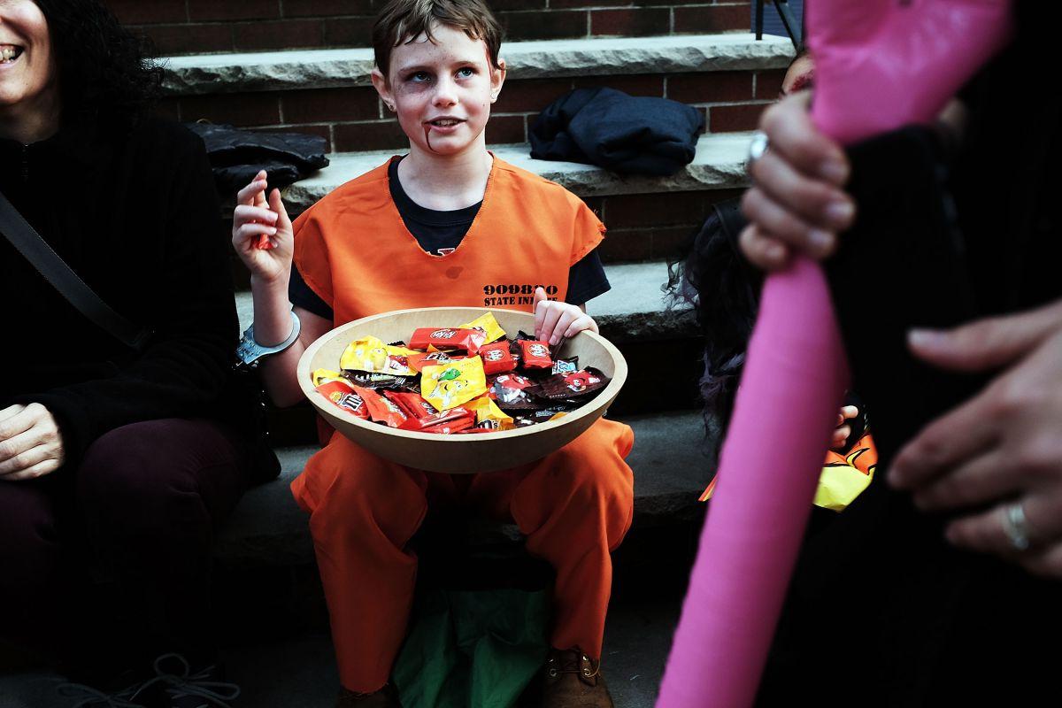 """Cómo deberá ser el """"trick or treat"""" de Halloween este año con las restricciones de la pandemia"""