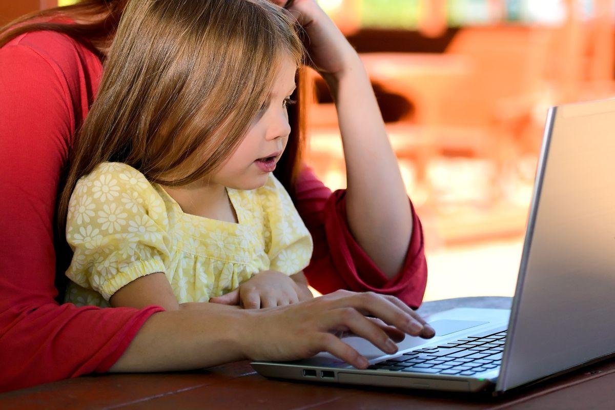 Cómo lidiar con las interrupciones de tus hijos mientras trabajas en casa