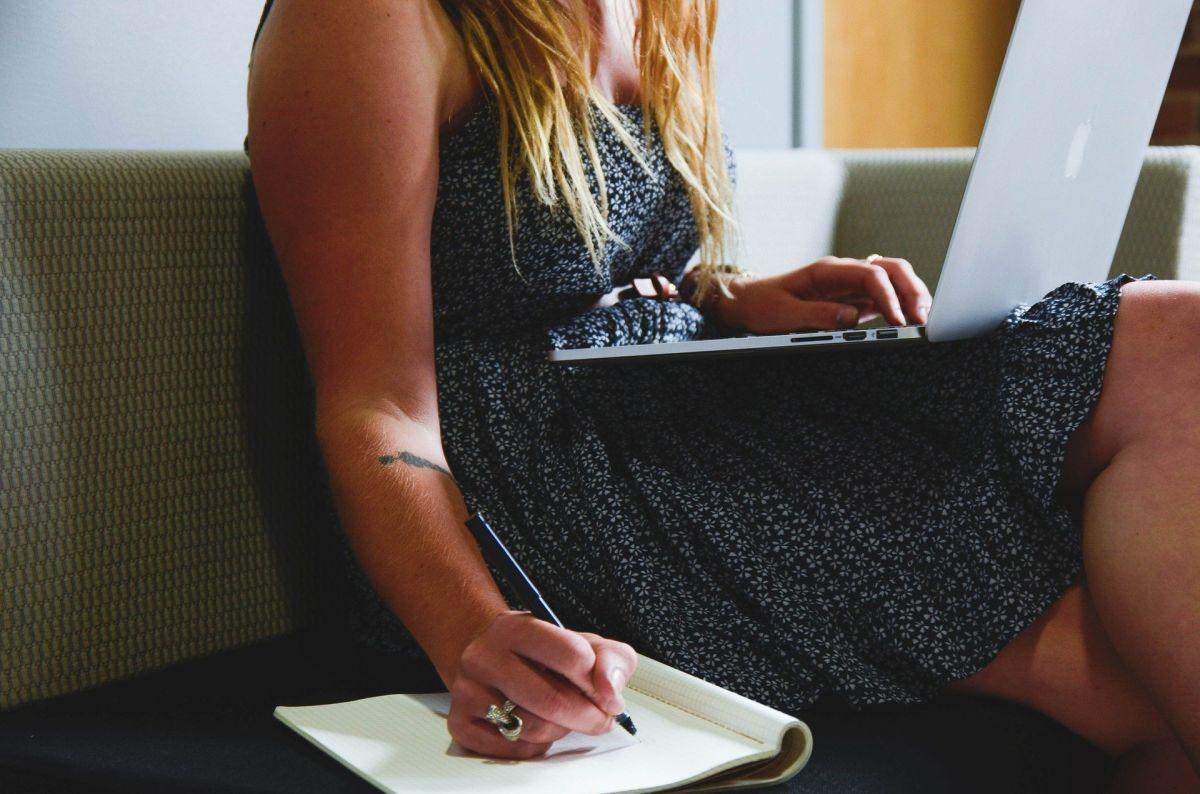 La Oficina de Estadísticas Laborales dice que tres cuartas partes de las mujeres de 25 a 34 años estaban en la fuerza laboral a principios de 2020.