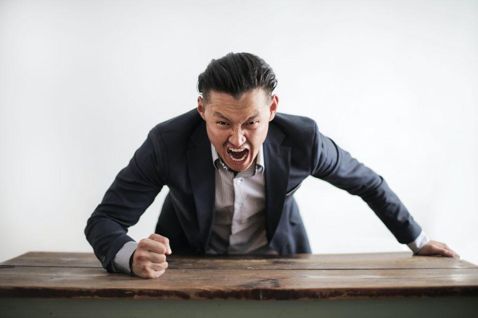 Salud mental: Cómo saber si eres víctima de Síndrome de Estocolmo con tu jefe