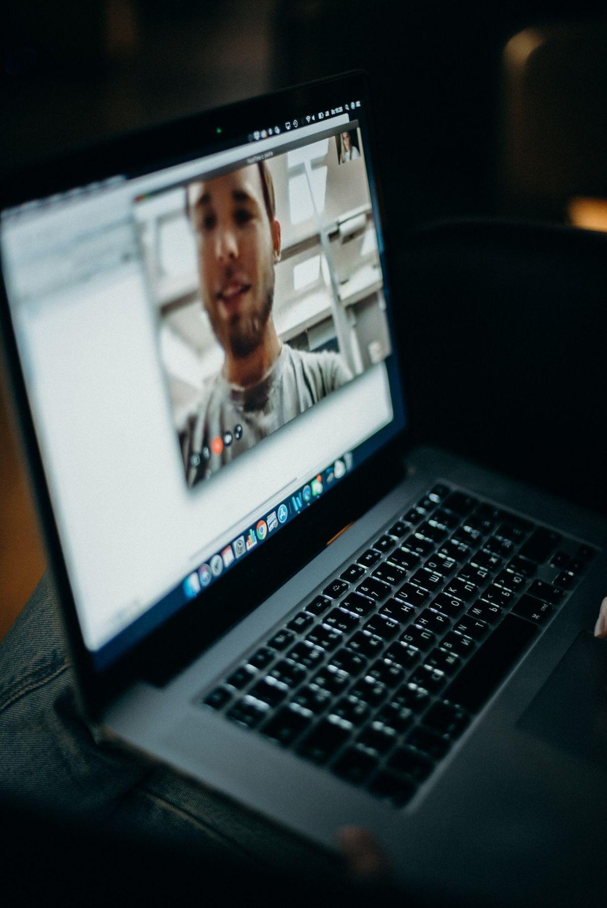 Trabaja para Zoom, van a contratar a personas de todo el mundo en modalidad home office