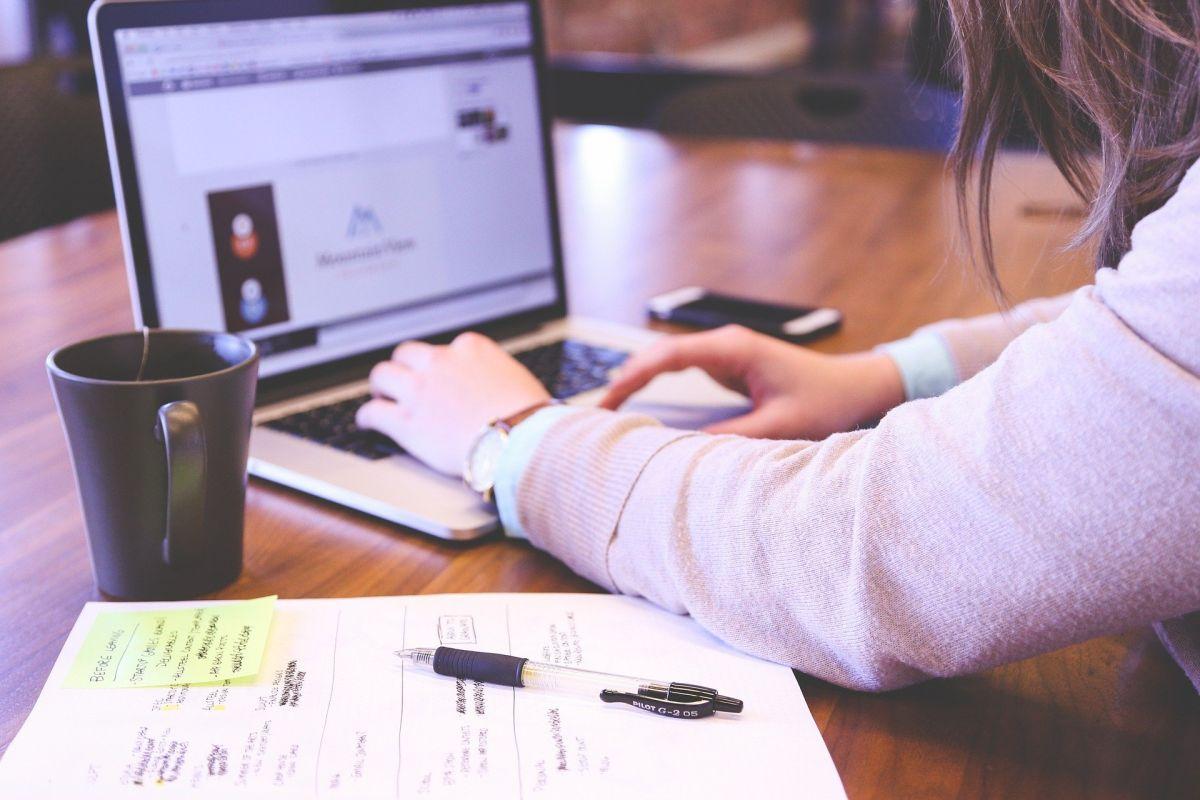 5 ideas de trabajo en línea para ganar $10 dólares por hora