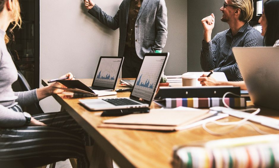 Cómo obtener gratis el curso de ventas, y otros cursos de alta demanda, ofrecidos por LinkedIn