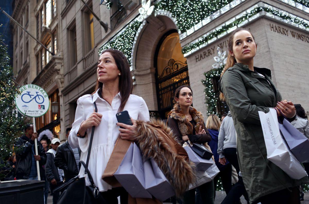 Encuesta estima que gasto de los estadounidenses estas fiestas será el más bajo en cuatro años