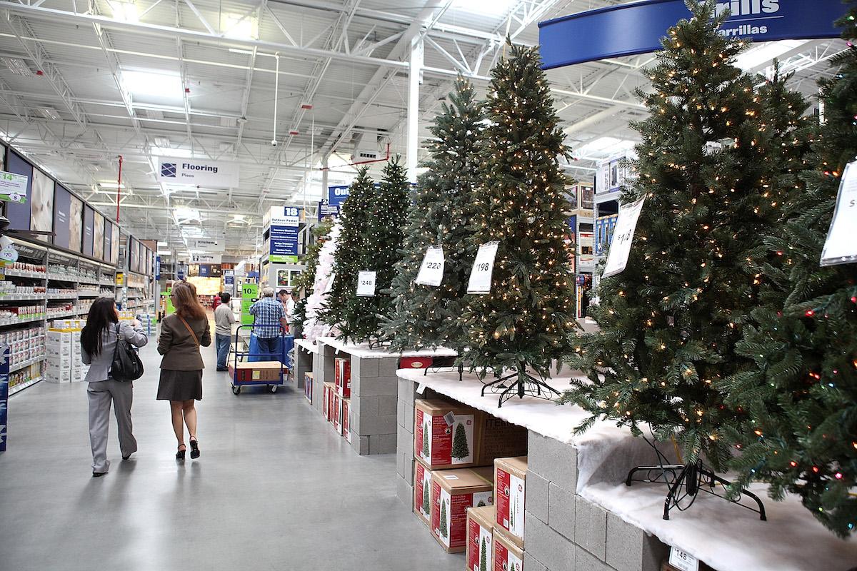 Lowe's ofrece entrega gratuita en sus pedidos de árboles de navidad