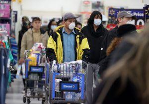CEO de Walmart asegura que la falta del cheque estímulo ya se nota en la baja del consumo
