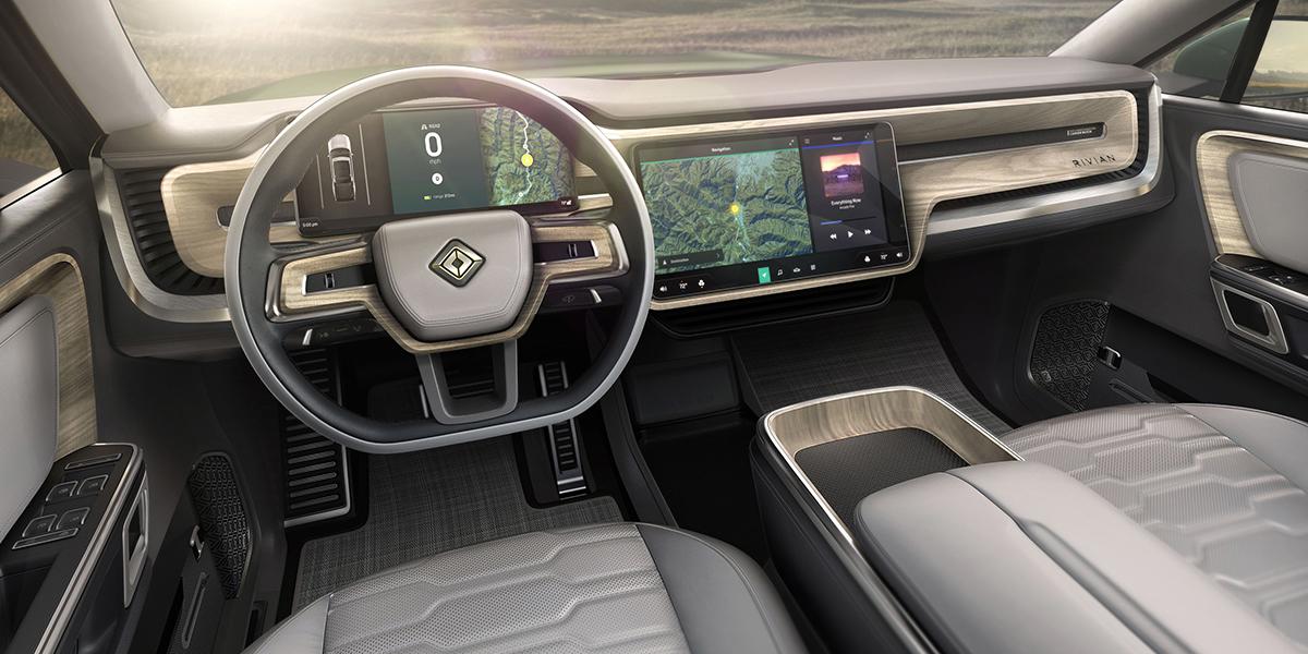 Interior de la SUV eléctrica Rivian R1S.