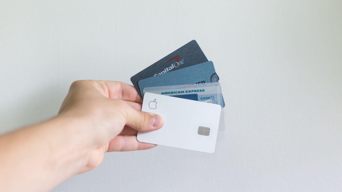 ¿Cuántas tarjetas de crédito es bueno tener y cómo afecta a tu puntaje de crédito?