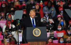 Trump asegura que el acuerdo de ayuda económica se firmará después de las elecciones, aunque no mencionó el cheque estímulo