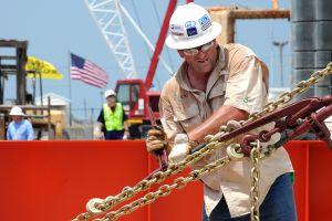Qué puestos accesibles existen en la industria del petróleo en Estados Unidos y por qué se dice que tienen los mejores salarios