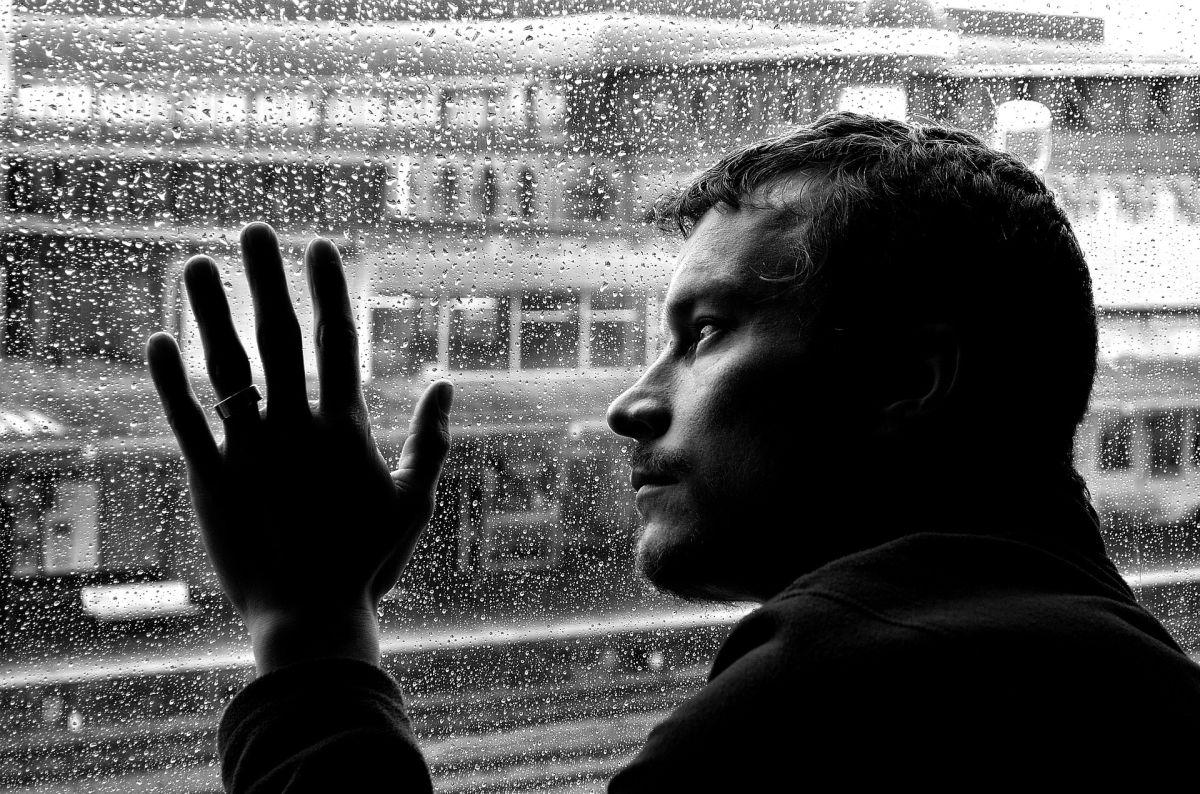 Cómo ayudar a un compañero de trabajo que está sufriendo el aislamiento