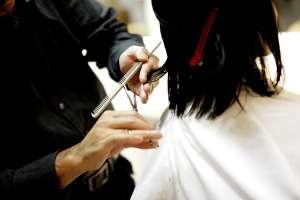 Cómo convertirse en una esteticista certificada en Estados Unidos y cuánto se gana