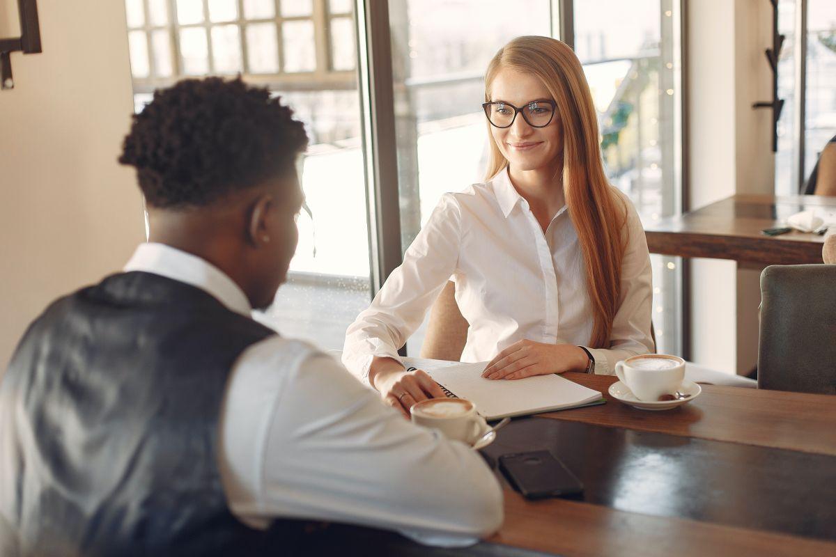 Qué es el bono de inicio en un trabajo nuevo y por qué deberías analizar la oferta