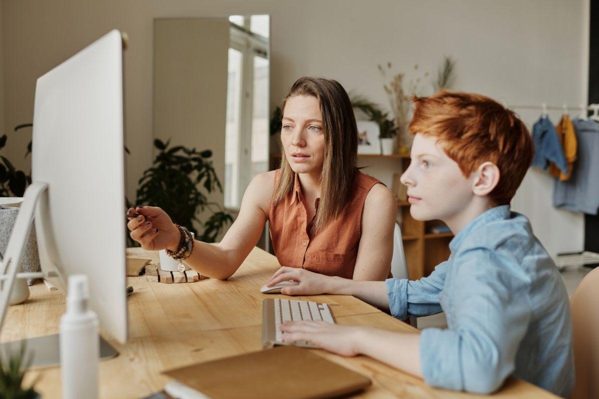 Efecto coronavirus: 1 de cada 4 mujeres en EE.UU. considera dejar de trabajar debido al exceso de tareas domésticas a su cargo