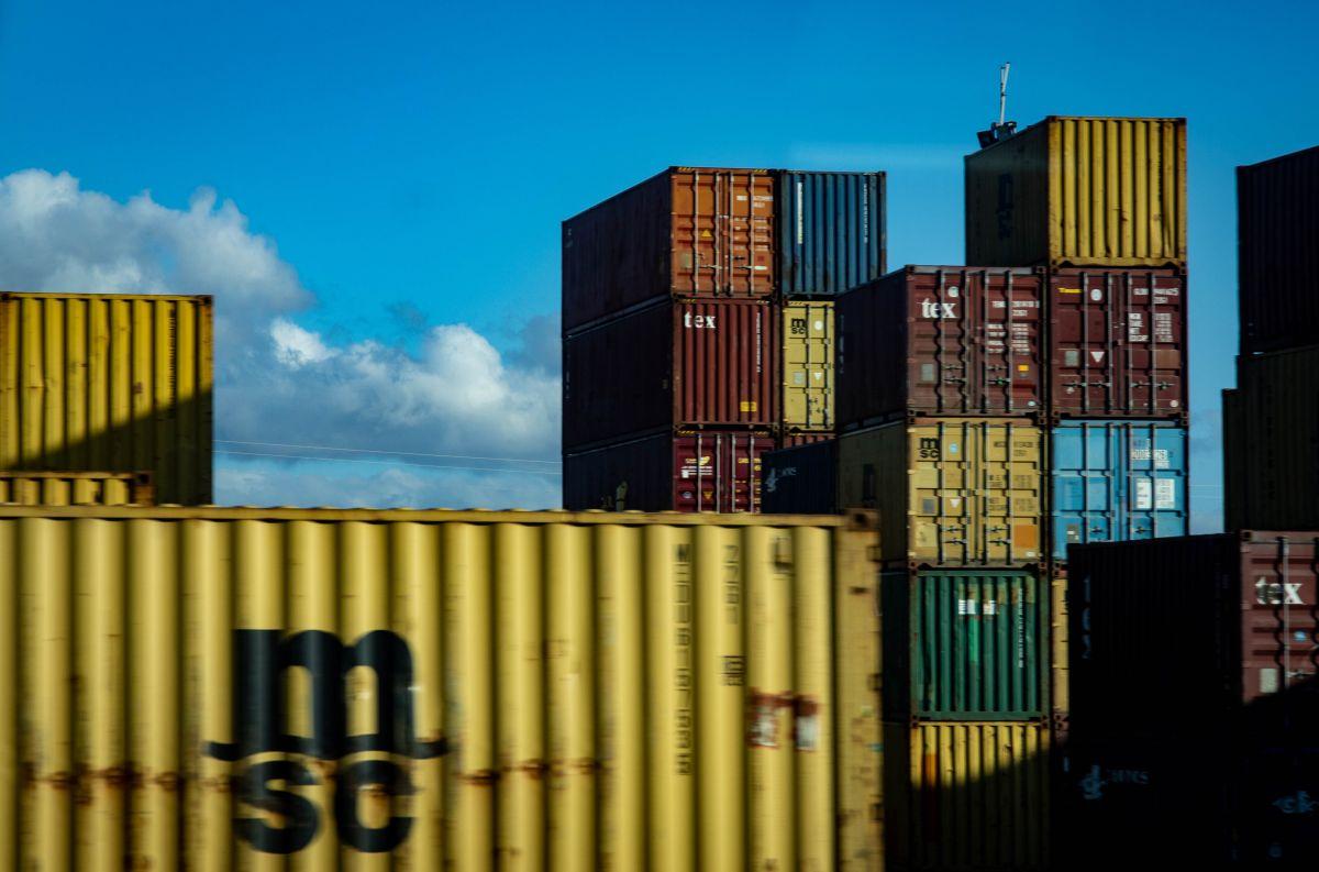 La tarea fundamental del trabajo es facilitar el traslado de la mercancía, ya sea en una línea aérea, tren, terminal de camión y muelle de envío.