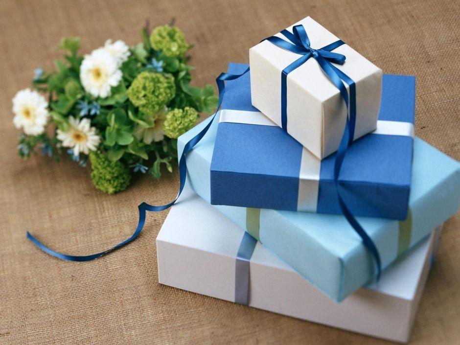 Por qué los consumidores gastan más de lo pensado en la temporada de regalos