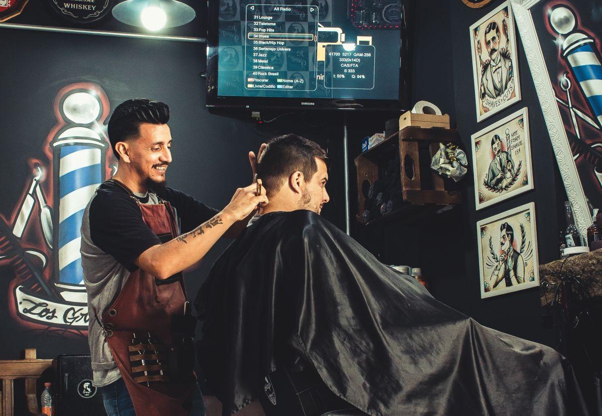Cómo convertirte en peluquero certificado en Estados Unidos y cuánto podrías ganar