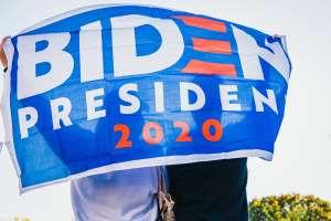 Encuesta: 61% de los estadounidenses están a favor de las primeras medidas económicas tomadas por Biden