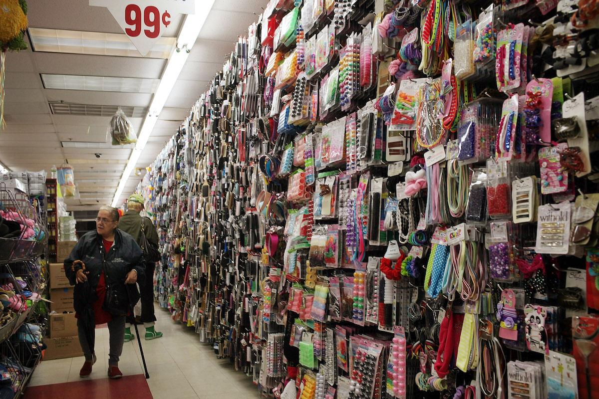 ¿Productos vencidos o con etiquetas engañosas? Ojo con las estafas en las Tiendas de a Dólar
