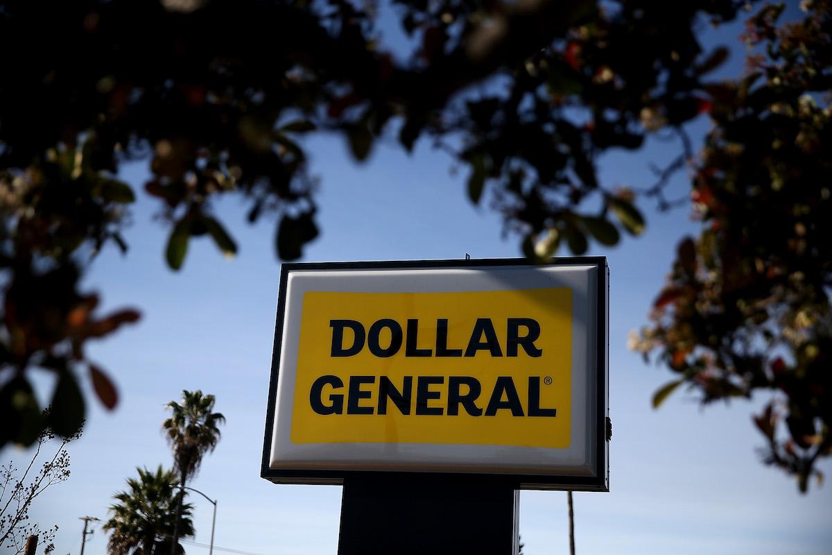 Dollar General inaugura su tienda número 17,000 en los Estados Unidos con una donación escolar