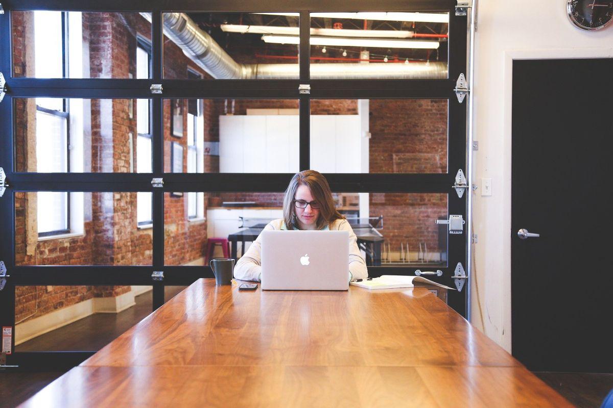 Mujeres y trabajadores más jóvenes, aquellos con menos ahorros de jubilación, según estudio de Wells Fargo