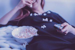 Cómo podrías ganar $2,500 solo por ver 25 películas navideñas