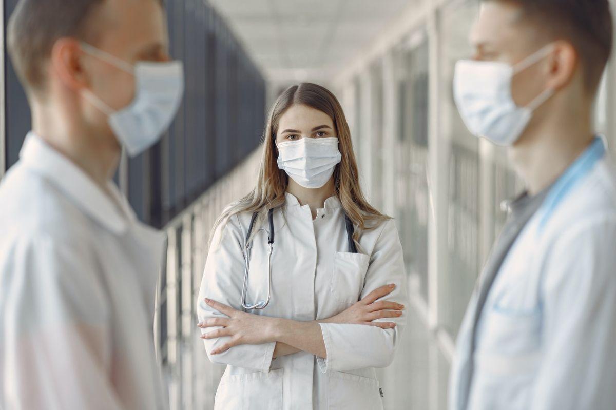 Los planes de Medicare Advantage cubren las emergencias.