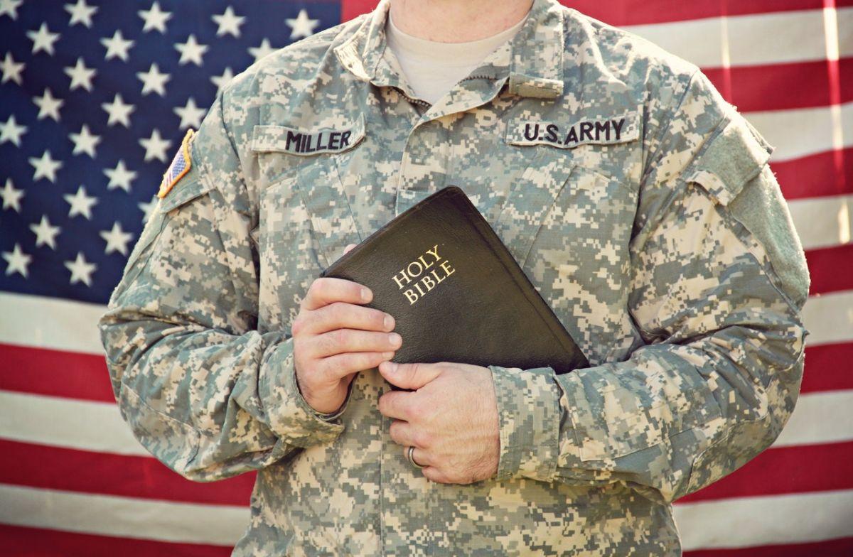Qué beneficios financieros estatales existen para militares y veteranos estadounidenses