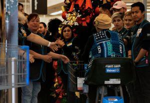 Walmart no se queda atrás y también ofrecerá un bono a sus empleados durante la temporada invernal