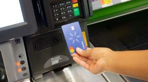 Cuáles son los beneficios que ofrecen las tarjetas de crédito de Costco y Walmart
