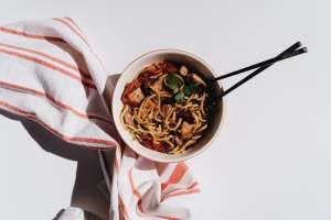 Cuáles son los beneficios laborales que tiene Noodles & Company, y cómo trabajar allí
