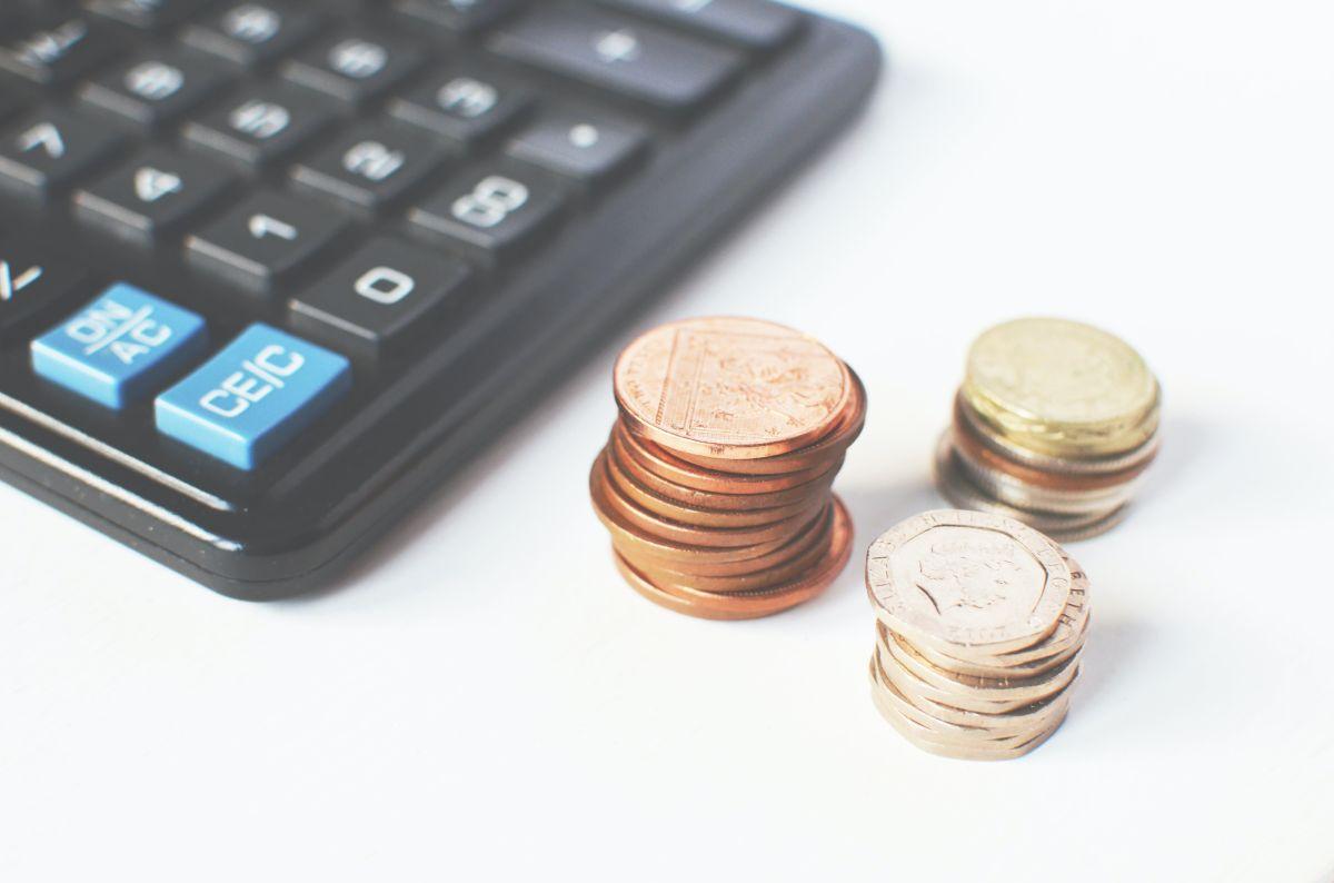 Cómo solventan los estadounidenses un gasto de emergencia de $1,000 dólares, según encuesta