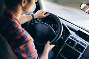 Qué es la tarifa de adquisición para alquilar un auto