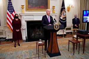 ¿Por qué el repunte de la economía estadounidense depende del éxito del plan anti COVID de Biden?
