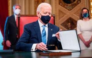 Biden firmó una orden ejecutiva para acelerar la entrega del tercer cheque de estímulo