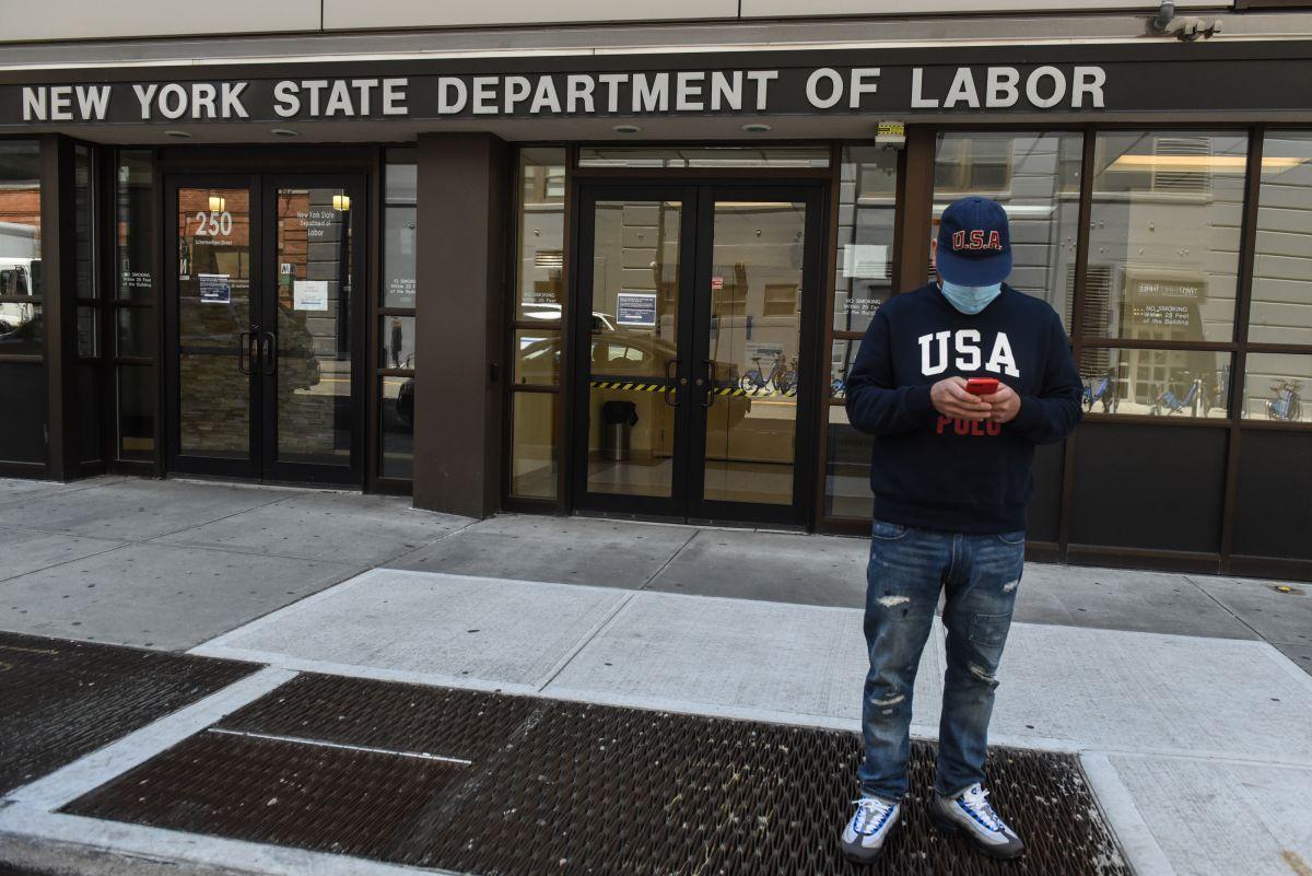 Las restricciones por la pandemia elevan las solicitudes iniciales por desempleo a 965,000, la cifra más alta desde agosto