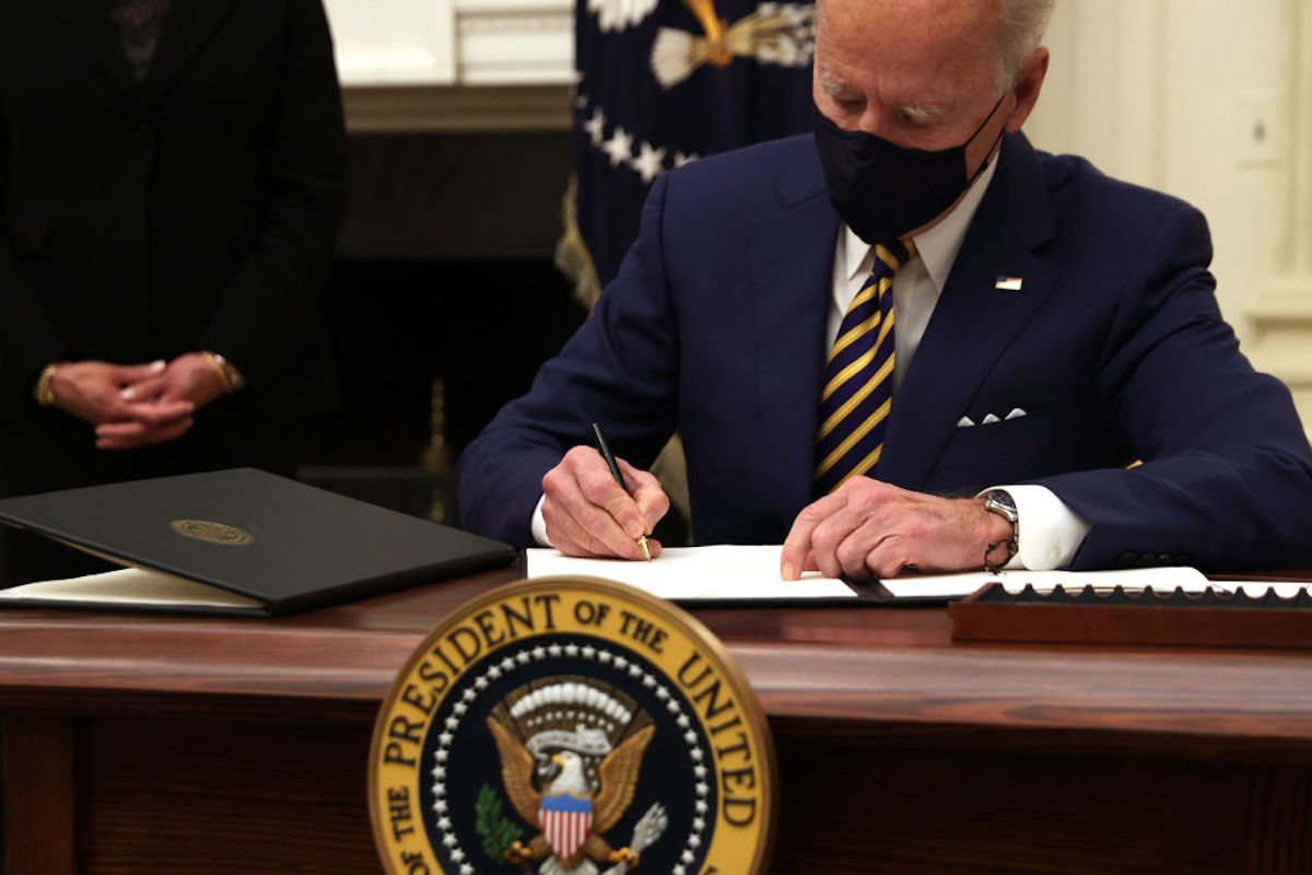Se convierte en ley: El presidente Biden ya firmó el tercer paquete de estímulo