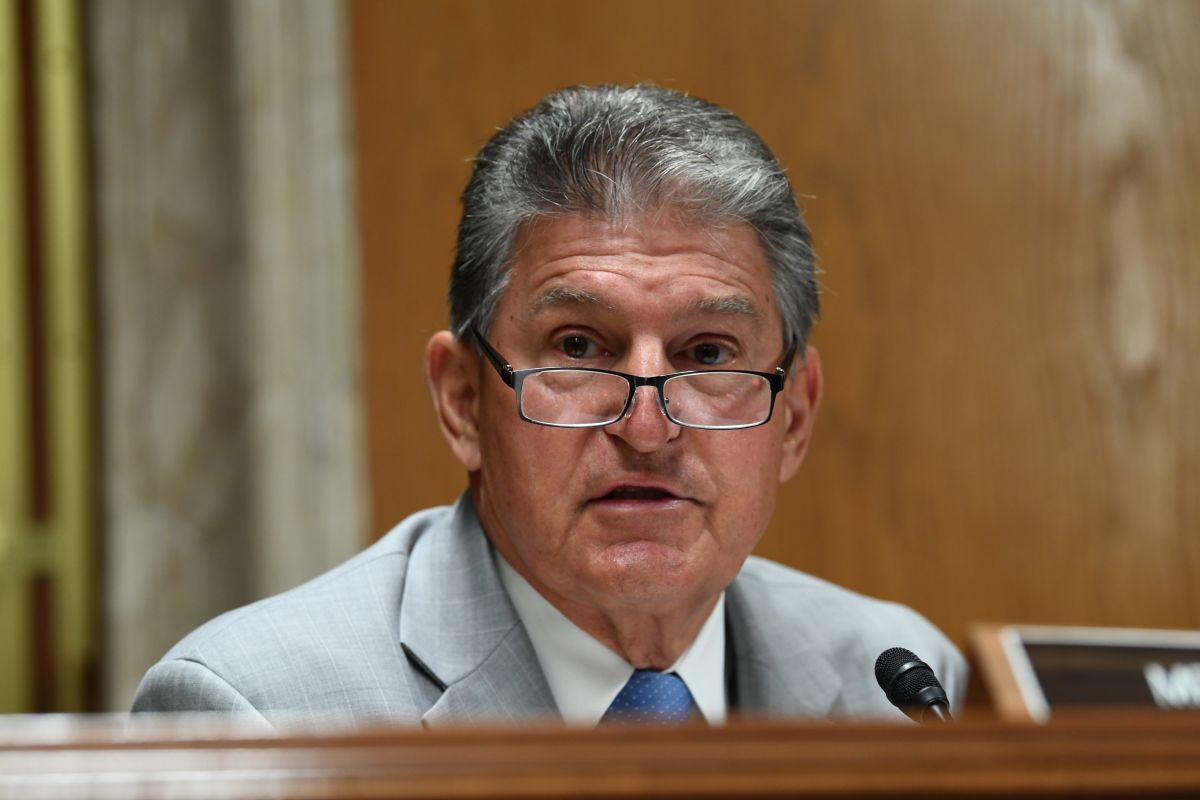 Quién es el legislador demócrata que se opone a la entrega de un tercer cheque de estímulo