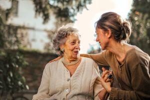 Cómo ayudar a tus padres a administrar sus finanzas durante su retiro