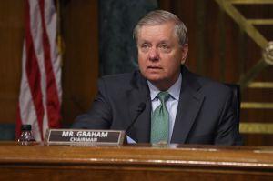 Aumentar cheques de estímulo a $2,000 no es 'socialismo', le dice senador republicano al líder McConnell
