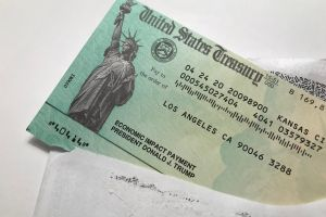 Cuarto cheque de estímulo. Por qué algunos legisladores demócratas piden pagos recurrentes de $2,000 dólares mensuales