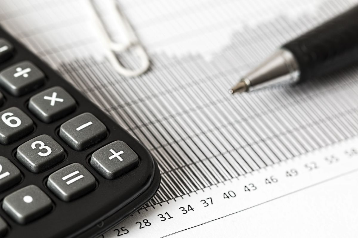 El IRS hizo cambios al formulario W-4: te decimos quién debe llenarlo y cómo te afecta