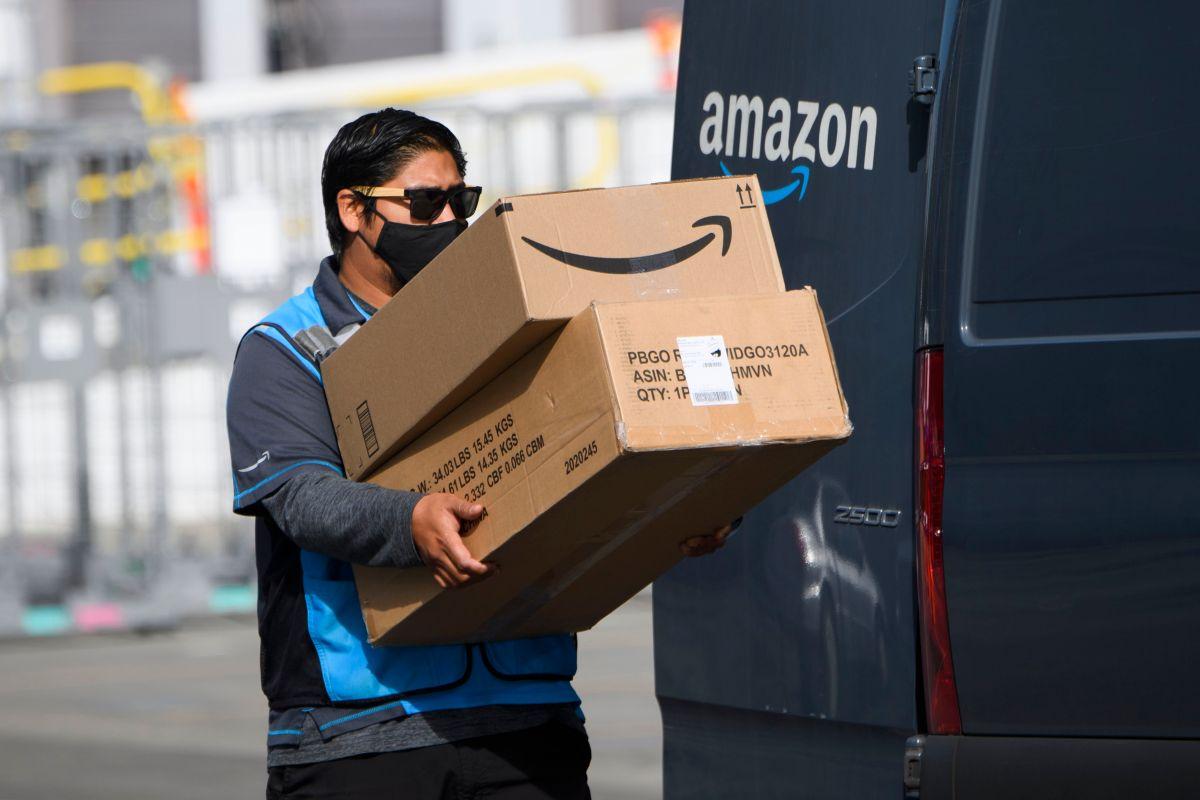 """Los conductores de entrega de Amazon en todo Estados Unidos deben firmar un formulario de """"consentimiento biométrico"""" para poder conservar su empleo."""