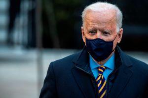 """""""Nadie debería trabajar 40 horas a la semana y vivir en la pobreza"""": Biden defiende incremento al salario mínimo"""