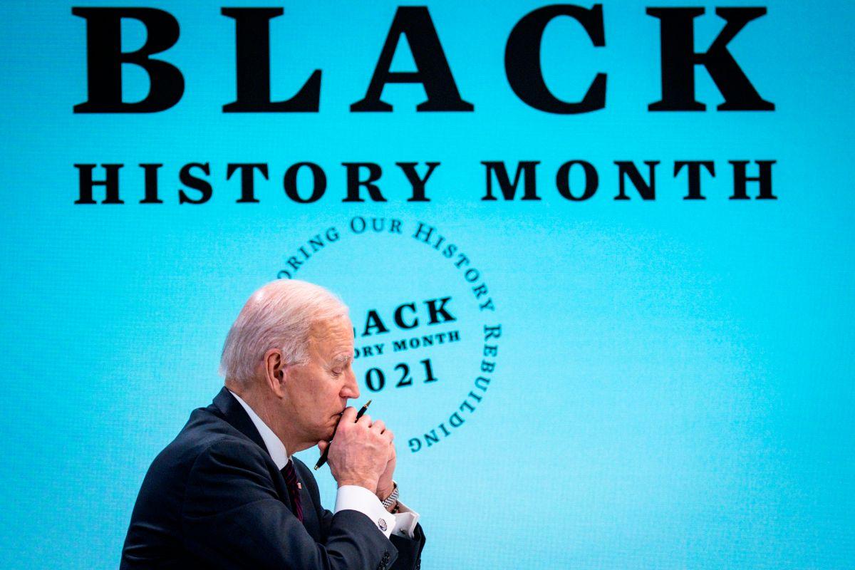 Pensativo. El presidente Biden enfrenta resistencias a su plan de infraestructura desde varios frentes.
