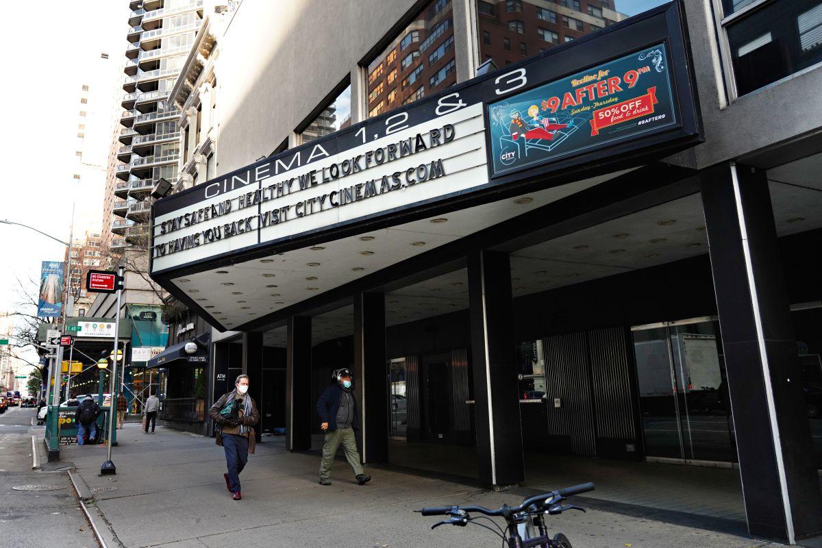 Después de un año cerrados, cines y salas de eventos reabrirán  en Nueva York con capacidad limitada